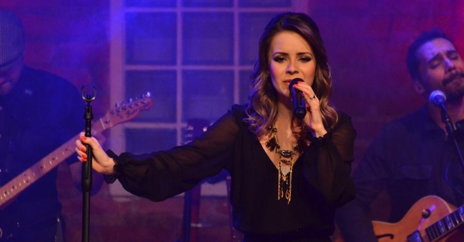 12.jun.2013 - Sandy faz show intimista no Dia dos Namorados no Bourbon Street, em São Paulo. Nesta semana, a cantora lançou o segundo álbum de sua carreira solo,