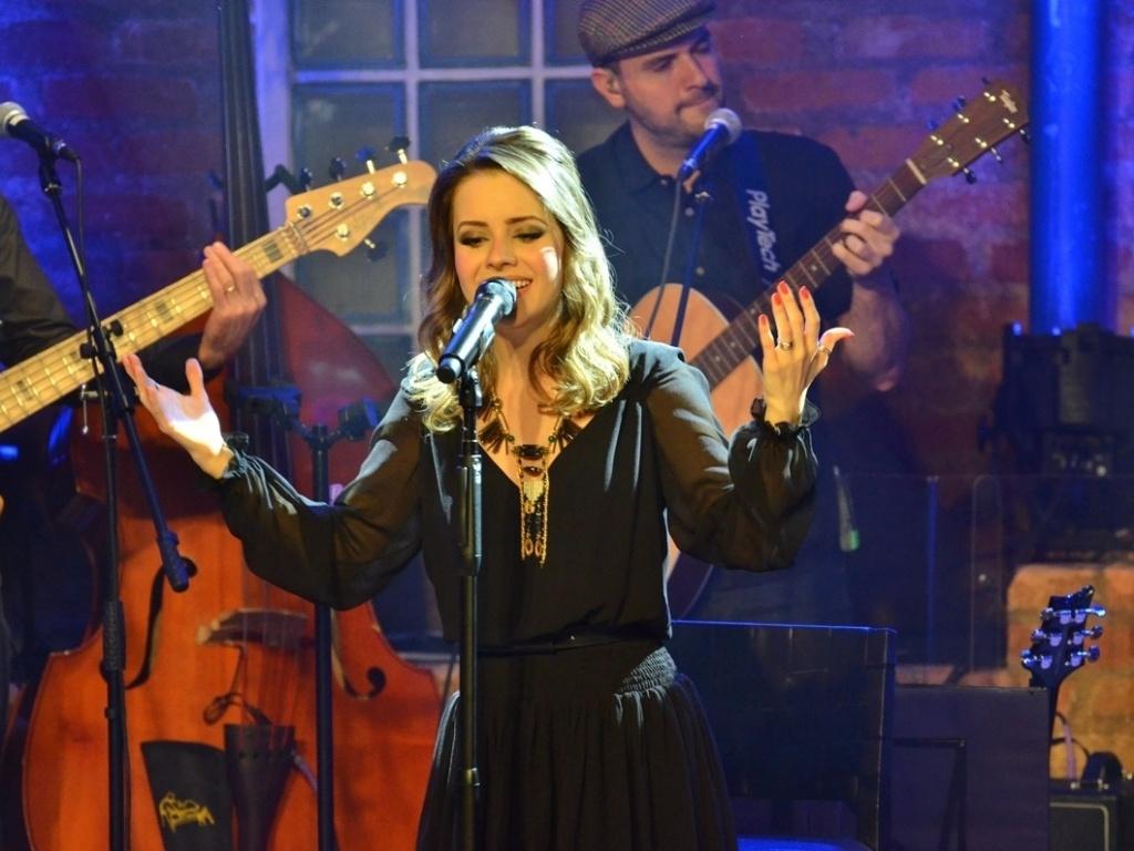 12.jun.2013 - Sandy faz show intimista no Dia dos Namorados no Bourbon Street, em São Paulo. Nos shows da turnê
