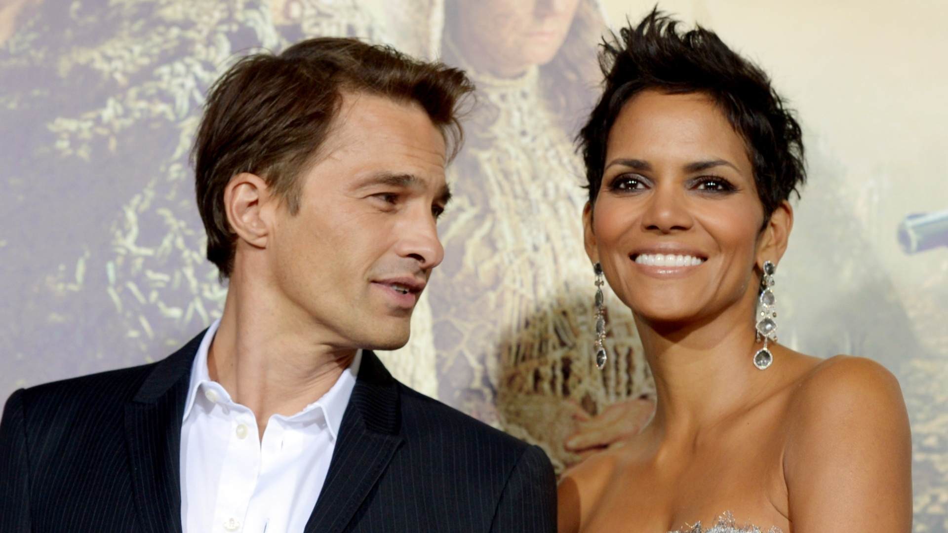 24.out.2012 - Olivier Martinez e Halle Berry na première de 'Cloud Atlas