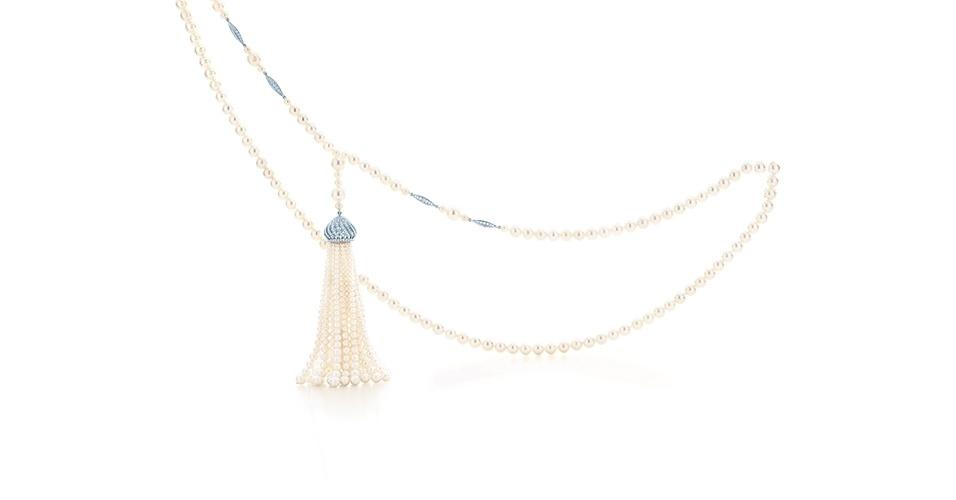 Colar de pérolas criado para o filme, é possível encomendar em qualquer loja da marca no Brasil; preço sob consulta, na Tiffany & Co (www.tiffany.com)