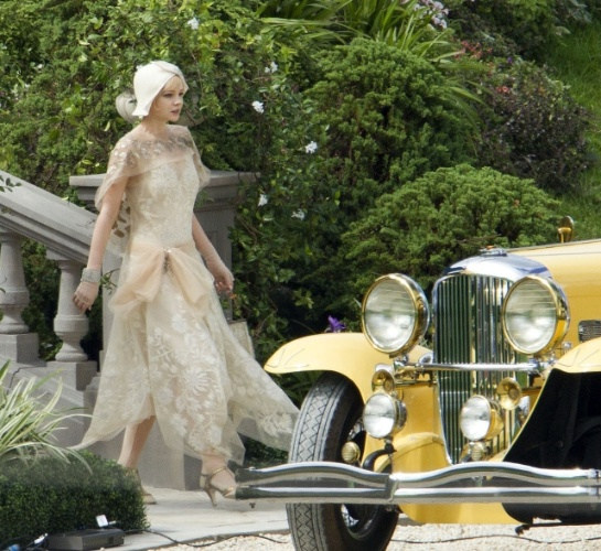 """Os looks da protagonista Daisy, interpretada por Carey Mulligan, são o principal destaque do figurino de """"O Grande Gatsby"""" e sua personalidade frágil e fútil é retratada em sofisticados vestidos de festa, que a personagem usa durante o dia"""