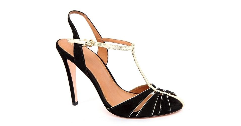 Sandália preta e dourada; R$ 637, na Ateen (www.ateen.com.br). Preço pesquisado em junho de 2013 e sujeito a alterações