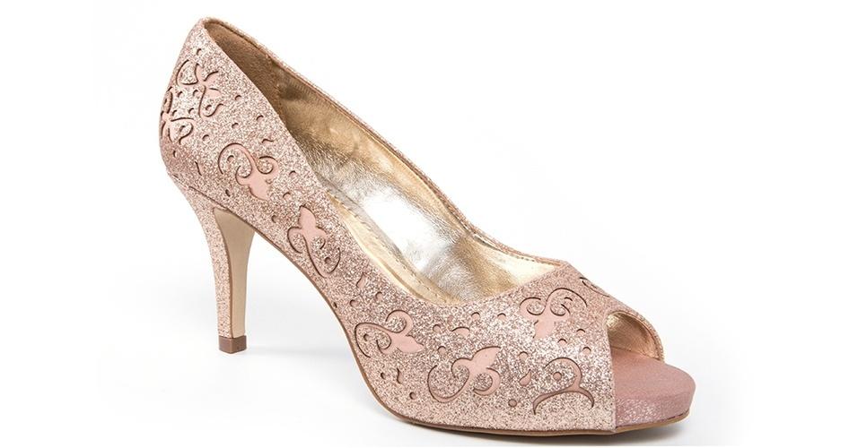Sapato com salto médio; R$ 257, na Século XXX (www.seculoxxx.com.br). Preço pesquisado em junho de 2013 e sujeito a alterações