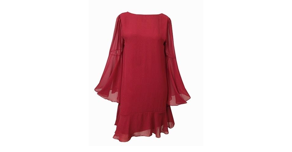 Vestido bordô de voil; R$ 449, na Cavendish (www.cavendish.com.br). Preço pesquisado em junho de 2013 e sujeito a alterações