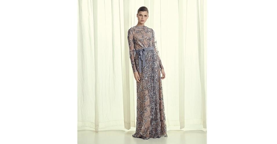 Vestido longo bordado; R$ 7.189, na Huis Clos (www.huisclos.com.br). Preço pesquisado em junho de 2013 e sujeito a alterações