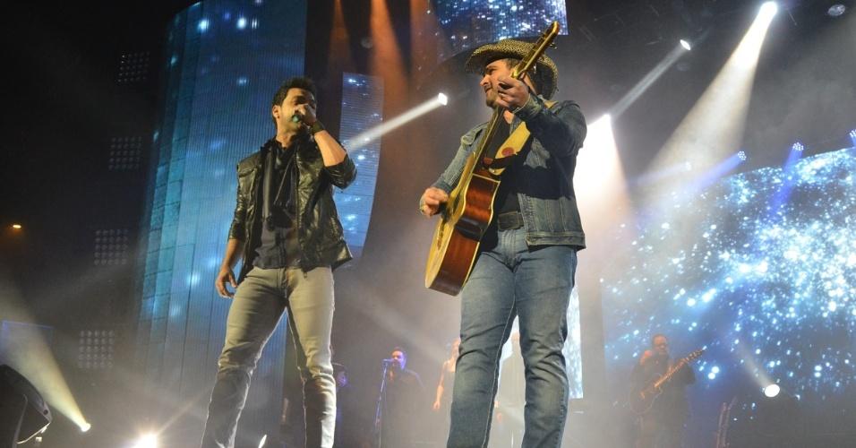 14.jun.2013 - Zezé Di Camargo & Luciano fazem show no Espaço das Américas, em São Paulo