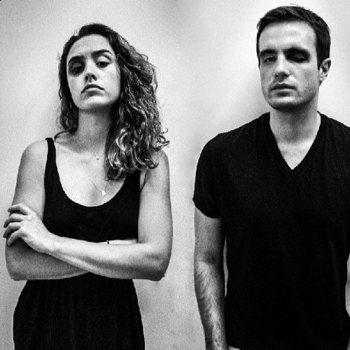 """16.jun.2013 - Os atores Max Fercondini e Amanda Richter participam do protesto fotográfico """"Dói em Todos Nós"""", do fotógrafo Yuri Sardenberg"""