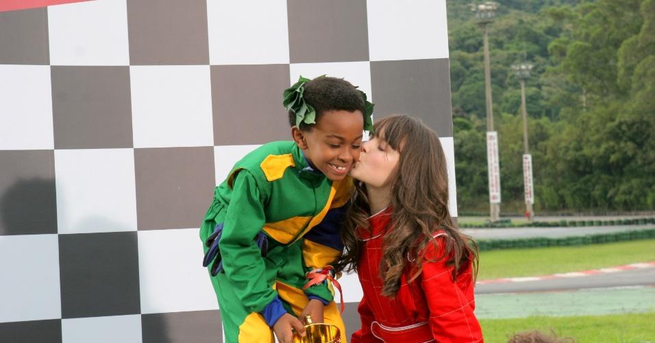 """Em """"Carrossel"""", Cirilo vence corrida e ganha um beijo de Maria Joaquina"""