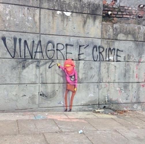 17.jun.2013 - Os grafiteiros brasileiros osgemeos se manifestaram contra a violência durante os protestos por mudanças no Brasil. Em imagem publicada em sua conta no instagram, osgemeos fizeram um desenho em referência ao vinagre usado pelos manifestantes para acalmar os efeitos causados pelo gás lacrimogênio lançado pela polícia