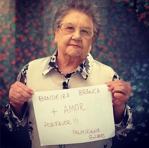 17.jun.2013 - Palmirinha participa de protesto a favor de mudanças no Brasil e pede paz