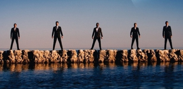 "Backstreet Boys na capa do single ""In A World Like This"""