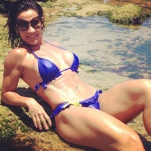 30.jan.2013 - Scheila Carvalho também comanda um programa de TV na Bahia