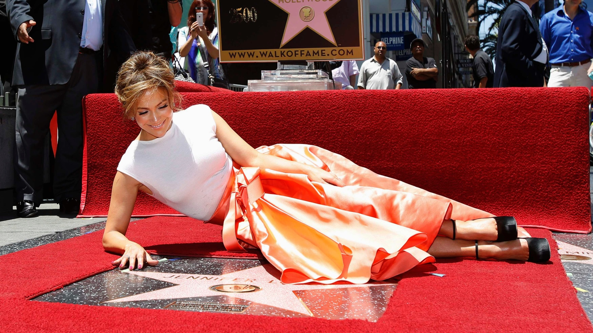 20.jun.2013 - Jennifer Lopez ganha estrela na Calçada da Fama em Hollywood