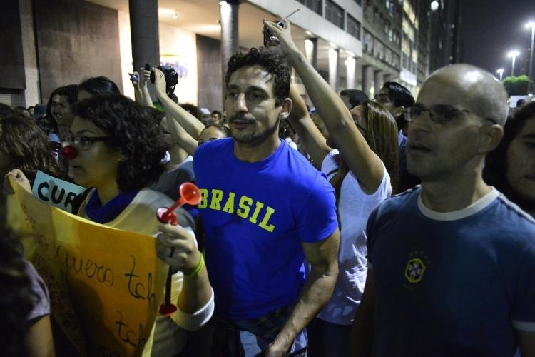 20.jun.2013 -  O ator Tuca Andrada participa de manifestação no Rio de Janeiro
