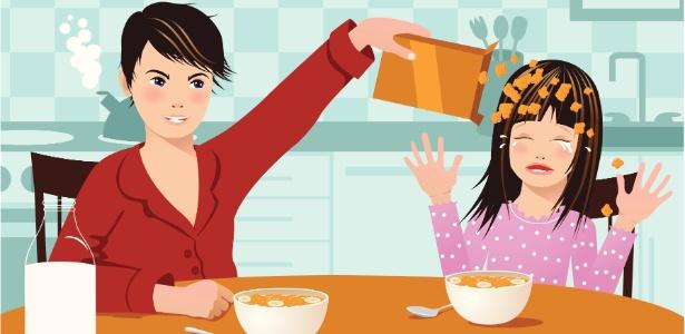 Mês sim, mês não, uma criança conta ter sido forçada a comer um alimento alergênico