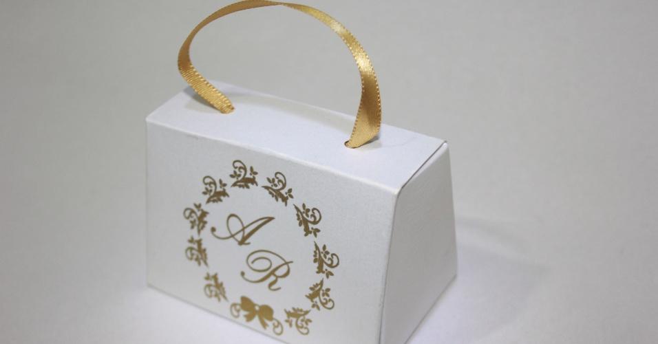Caixa com pão de mel em embalagem personalizada; da E-lembranças (www.e-lembrancas.com.br), por R$ 6,50. Disponibilidade e preço pesquisados em junho de 2013 e sujeito a alterações