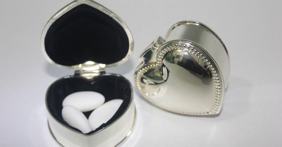 Caixinha em formato de coração com amêndoas importadas; da E-lembranças (www.e-lembrancas.com.br), por R$ 9,50. Disponibilidade e preço pesquisados em junho de 2013 e sujeito a alterações