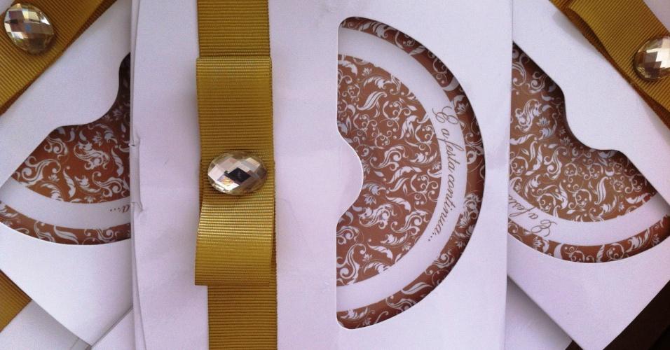 Cd com as múscas selecionadas pelo dj da festa de casamento e com embalagem personalizada; da Gift Chic (www.giftchic.com.br), a partir de R$ 11. Disponibilidade e preço pesquisados em junho de 2013 e sujeito a alterações