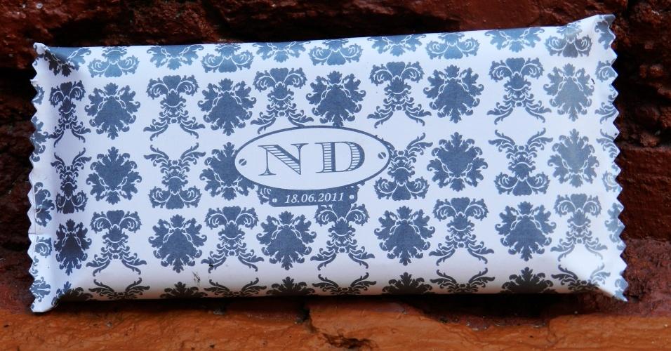 Chocolate com embalagem personalizada; da Cadô Presentes (www.cadopresentes.com.br), por R$ 6,50. Disponibilidade e preço pesquisados em junho de 2013 e sujeito a alterações