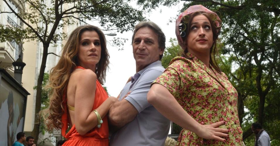 """Elenco da comédia brasileira """"Minha Mãe é Uma Peça - O Filme"""" no set de flimagens"""