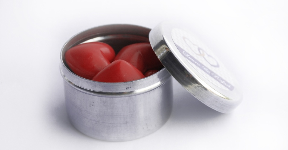 Latinha com sabonetes em formato de coração; da Casamento.art.br (www.casamento.art.br), por R$ 6. Disponibilidade e preço pesquisados em junho de 2013 e sujeito a alterações
