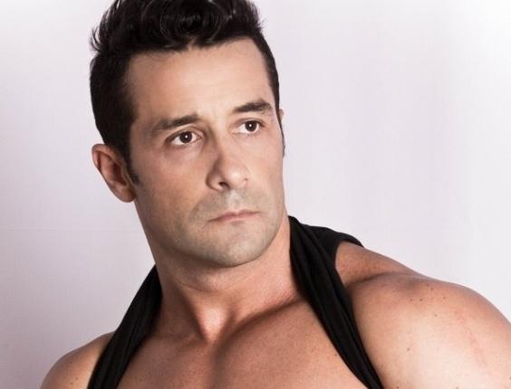 Aos 37 anos, Marcos Oliver é ator, modelo e dançarino