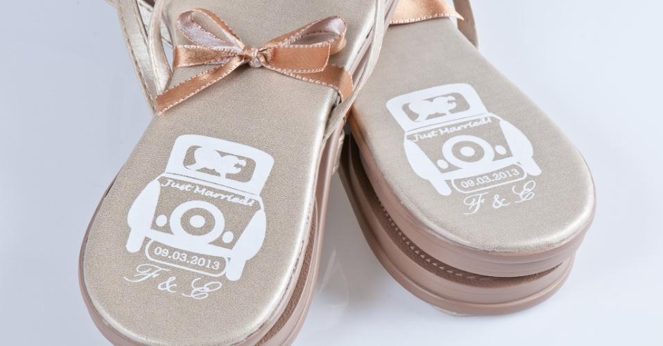 Rasteirinha personalizada; da Gift Chic (www.giftchic.com.br), a partir de R$ 13,50. Disponibilidade e preço pesquisados em junho de 2013 e sujeito a alterações