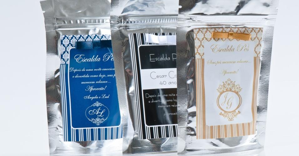 Sachê escalda-pés; da Gift Chic (www.giftchic.com.br), a partir de R$ 5 (unidade). Disponibilidade e preço pesquisados em junho de 2013 e sujeito a alterações