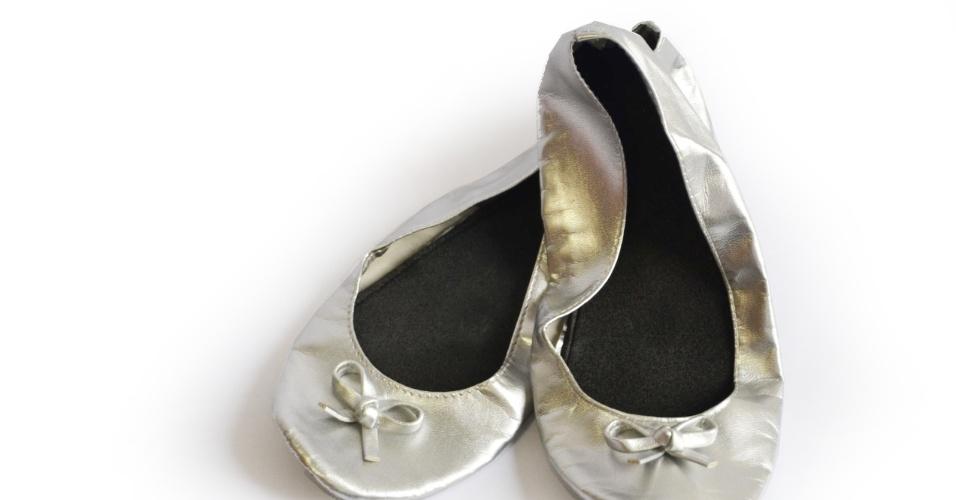 Sapatilhas dobráveis; da Casamento.art.br (www.casamento.art.br), por R$ 13,50. Disponibilidade e preço pesquisados em junho de 2013 e sujeito a alterações