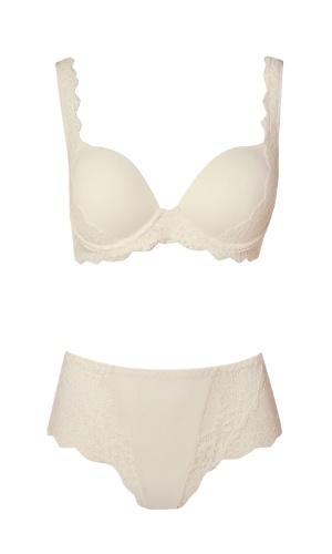 Sutiã com bojo e calcinha cintura alta; da Darling (www.darling.com.br), por R$ 139,80 (sutiã) e R$ 63 (calcinha). Disponibilidade e preço pesquisados em junho de 2013 e sujeito a alterações