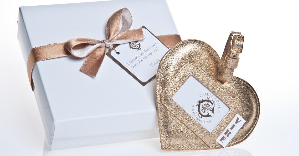 Tag para mala em formato de coração; da Gift Chic (www.giftchic.com.br), por R$ 15. Disponibilidade e preço pesquisados em junho de 2013 e sujeito a alterações