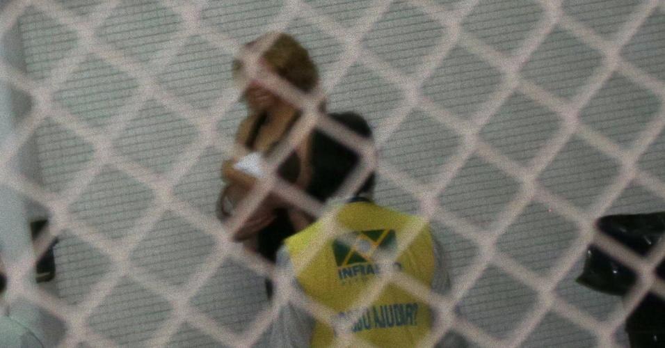 21.jun.2013 - Com o filho Milan nos braços, a cantora Shakira embarca no aeroporto do Galeão em direção a Fortaleza