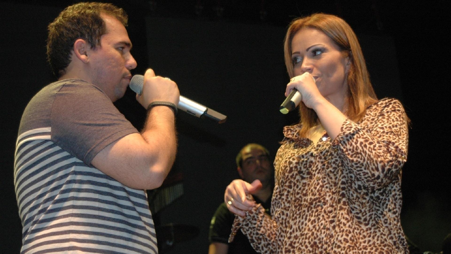 21.jun.2013 - O grupo Aviões do Forró se apresenta na maior festa de São João da Bahia, na cidade de Amargosa, que na edição de 2013 tem o forró como tema