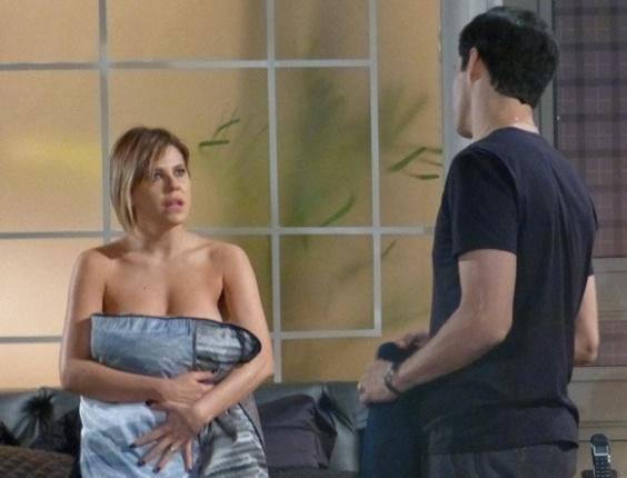 """Em """"Amor à Vida"""", Félix rejeita noite de amor com Edith e ela fica arrasada"""
