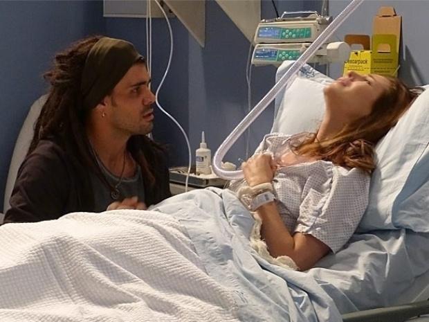 """Em """"Amor à Vida"""", Paloma revela ao pai que a menina é neta dele"""