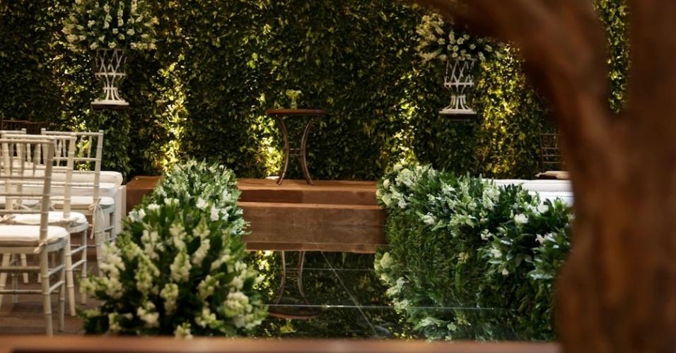 23.jun.2013 - Proposta de decoração para cerimônia religiosa com projeto de Nathalie Bacellar, flores de Toninho Decorações e mobiliário da 100% Eventos. Espaço foi montado no evento Your Day, realizado no Hotel Tivoli, na capital paulista