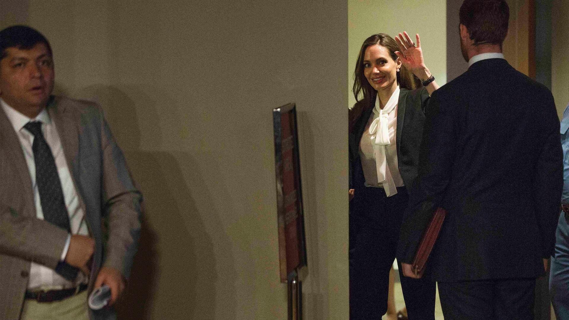 24.jun.2013 - A atriz Angelina Jolie, que é enviada especial do Alto Comissariado da ONU para Refugiados, chega a reunião do Conselho de Segurança