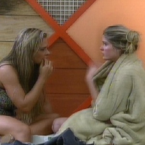24.jun.2013 - Denise e Bárbara têm conversa tensa após briga