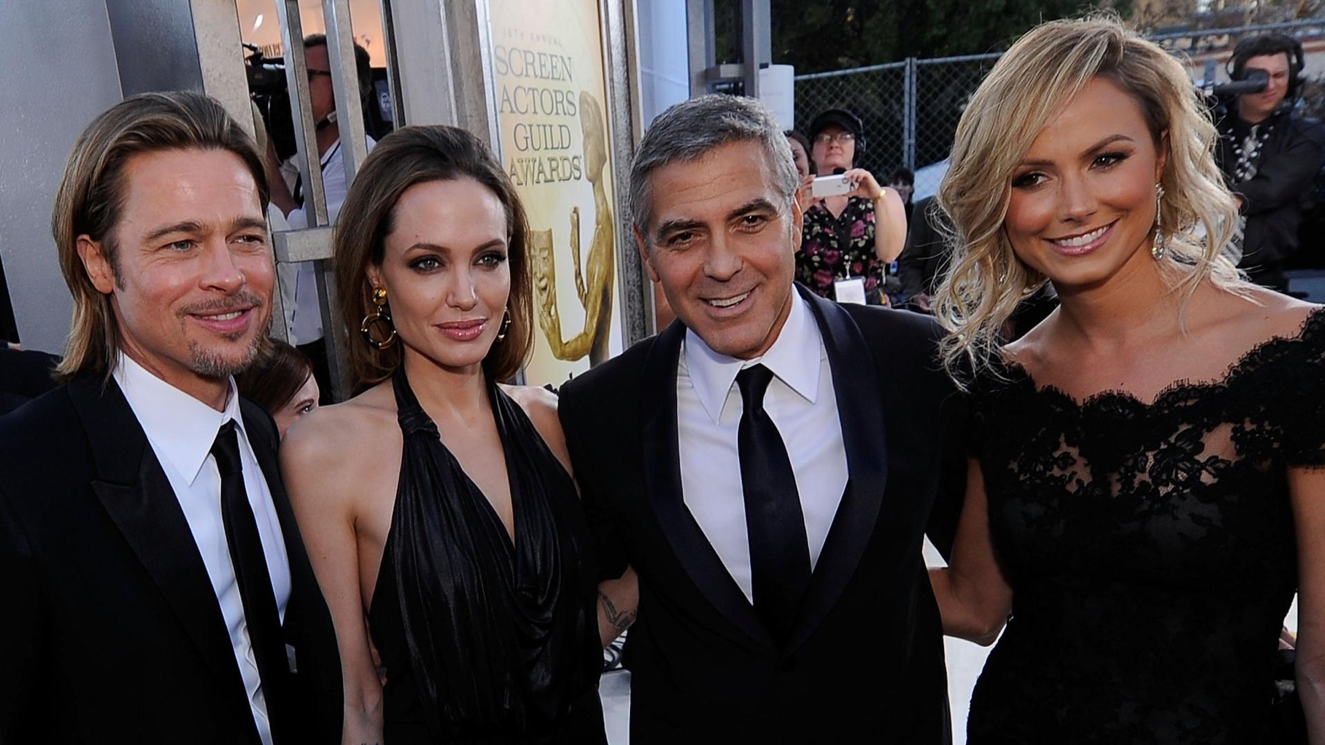 29.jan.2012 - Brad Pitt, Angelina Jolie, George Clooney e Stacy Keibler no tapete vermelho do 18º Screen Actors Guild Awards, em Los Angeles