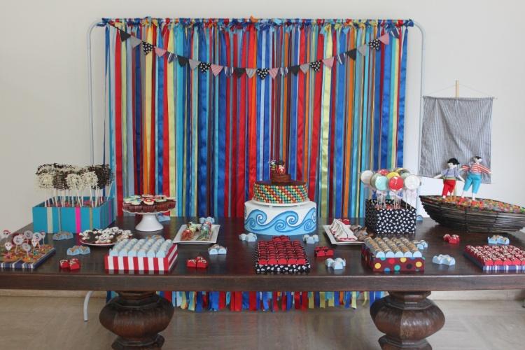 decoracao alternativa para festa infantil : decoracao alternativa para festa infantil:de fitas de tecido, uma alternativa original ao tradicional arco de