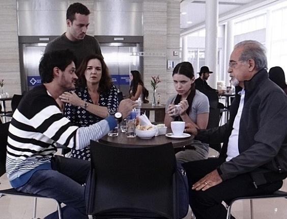 """Em """"Amor à Vida"""", psicólogo descobre que Linda sofre bullying de Leila"""