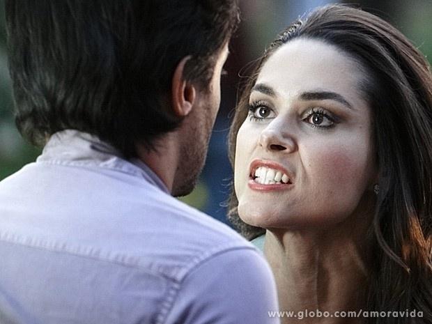 """Em """"Amor à Vida"""", Thales dá tapa em Leila, que termina com ele"""