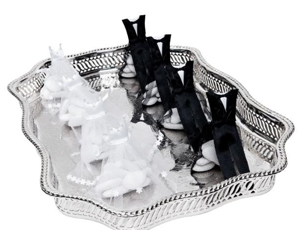 Saquinho com amêndoas em formato de noivinho ou noivinha; da Marina Barreto Welcome Gifts (www.marinabarreto.com.br), por R$ 15. Disponibilidade e preço pesquisados em junho de 2013 e sujeito a alterações