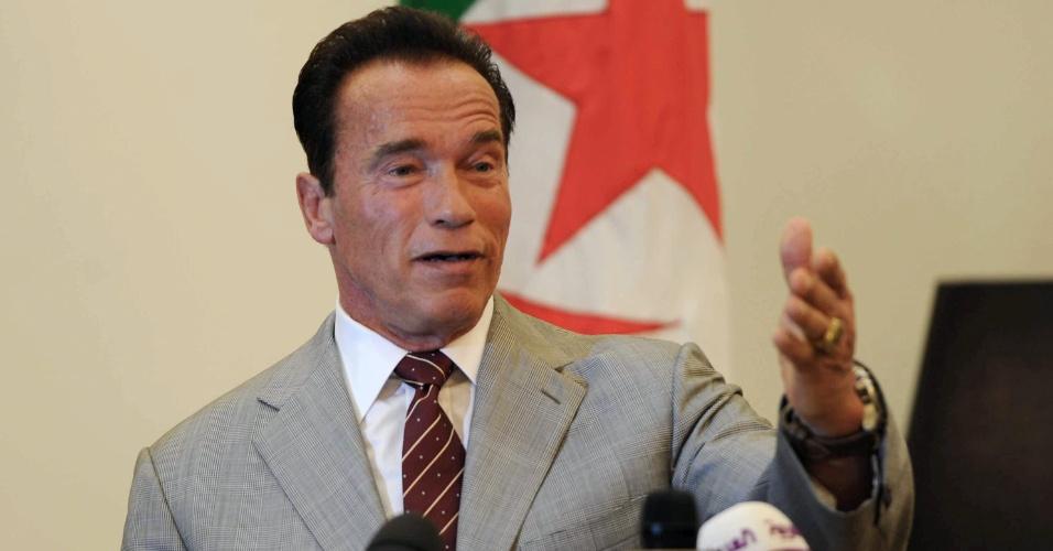 25.jun.2013 - Arnold  Schwarzenegger fala sobre sua ONG de proteção ao meio ambiente na Argélia