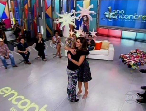 A apresentadora Ana Maria Braga entrou de surpresa no meio do programa para dar parabéns à Fátima