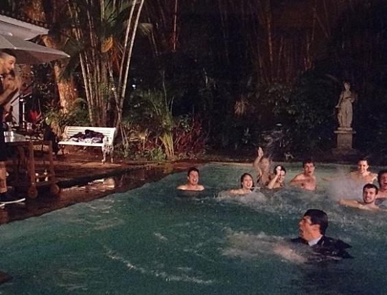 """Em """"Amor à Vida"""", Jonathan joga Félix na piscina"""