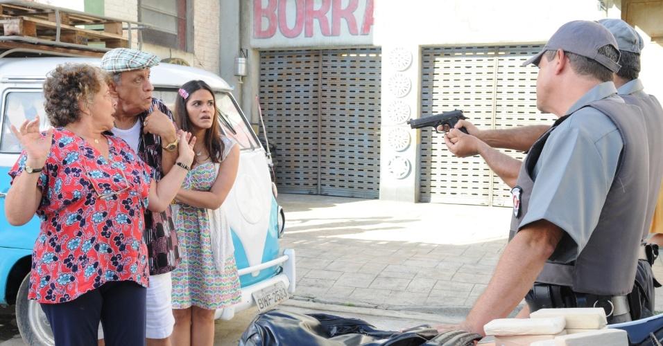 """Em """"Dona Xepa"""", feirante é rendida pela polícia"""
