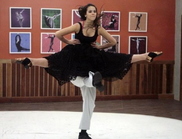 """Na """"Dança dos Famosos"""", mostra flexibilidade no rock"""