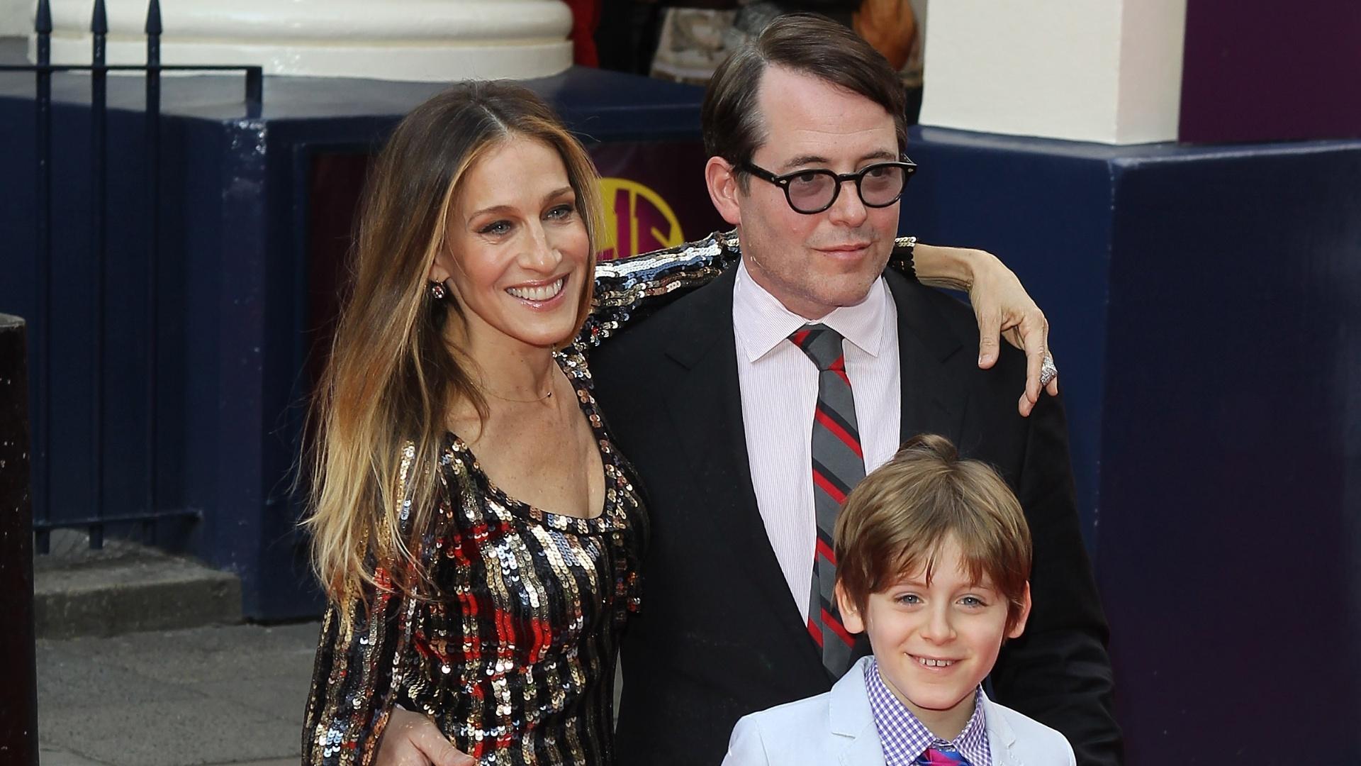 25.jun.2013 - Filho de Sarah Jessica Parker e Matthew Broderick acompanha os pais no tapete vermelho pela primeira vez