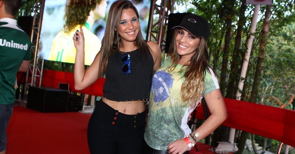 As ex-BBBs Marien e Anamara também assistem ao jogo de Brasil X Uruguai